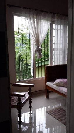 Hanthana Holiday Rooms: View of room from bathroom