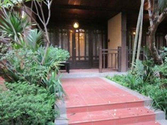 Prince D'Angkor Hotel & Spa: Verandah of room