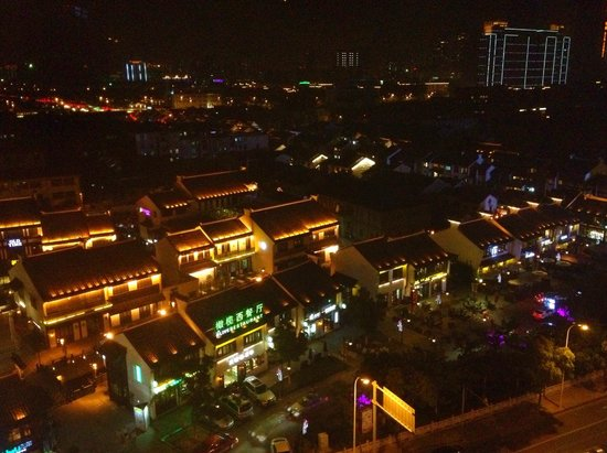 Hotel Nikko Wuxi: view from the roon down below acorss the street