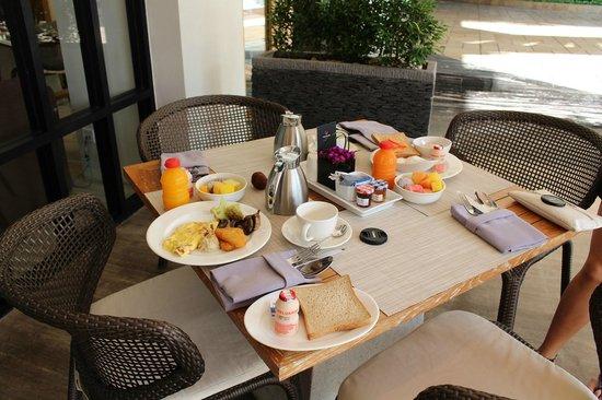 The Stones Hotel - Legian Bali, Autograph Collection: Breakfast