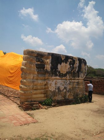 Temple of the Reclining Buddha (Wat Lokayasutharam) : 足の裏