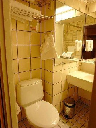 Original Sokos Hotel Presidentti: バスルーム