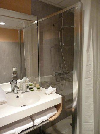 Hôtel Restaurant La Ferme : Salle de bain