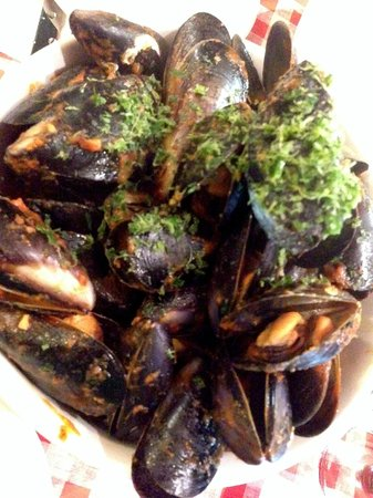 Ciao Italia : Mussels in a bucket - A must share!