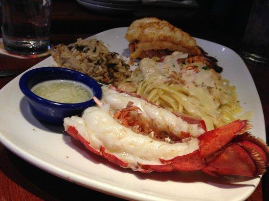 Red Lobster: Prato com parte da lagosta cozida e outra parte assada