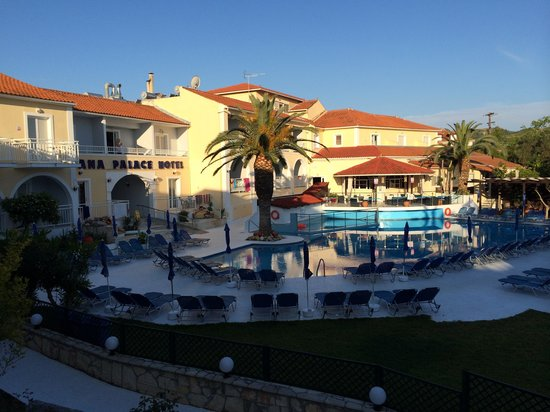 Diana Palace Hotel: Pool side view from balcony