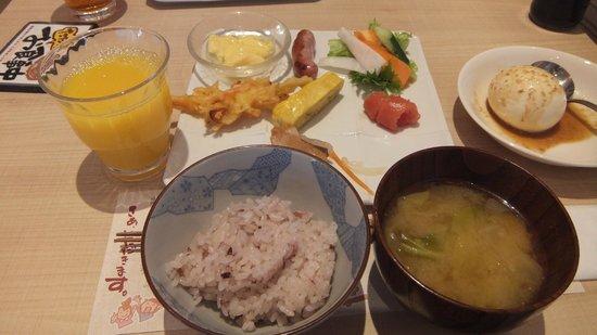 JR Kyushu Hotel Blosson Hakata Chuo: 朝食は体に優しい感じ