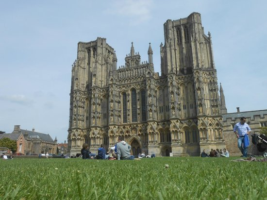 Wells Cathedral : The superb front