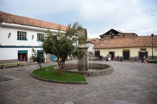 Casa Andina Private Collection Cusco : Outdoor fountain at entrance and surrounding buildings