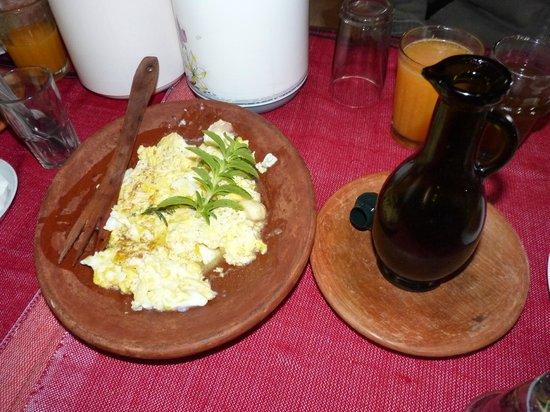 Auberge Dardara : Huevos revueltos en el desayuno