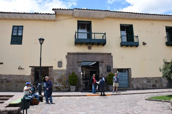Casa Andina Private Collection Cusco : Front entrance of Hotel - looks are deceiving what lies beyond