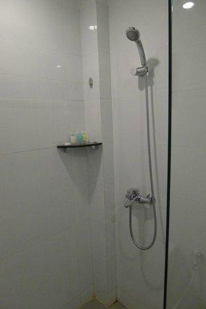 Zfreeti Hotel: Bathroom