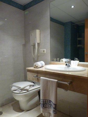 Hotel Tocina Business : Baño habitación cuádruple
