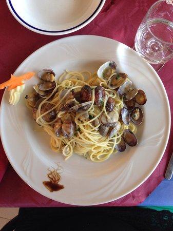 Spaghetti alle vongole - Picture of Bagno La Vela, Marina di ...