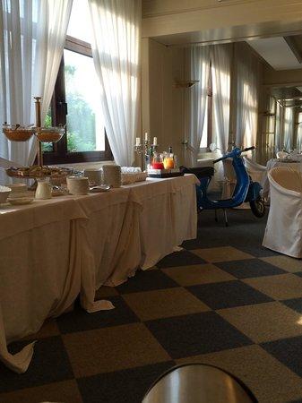 Hotel Brescia: Bellissima la vespa nel ristorante