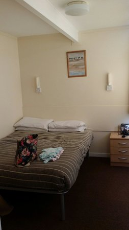 Whitecliff Bay Holiday Park: Double bed room in value chalet