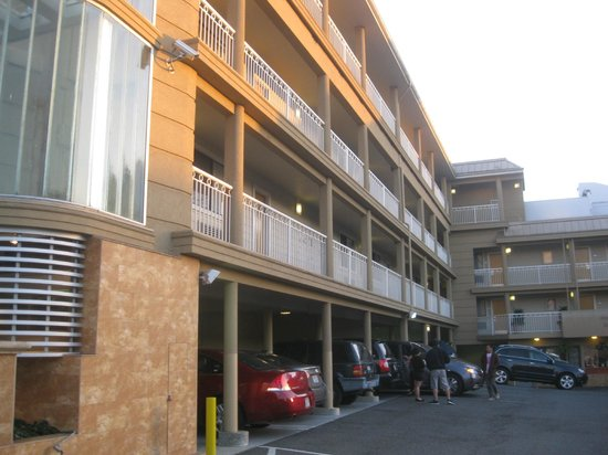 ฟรานซิสโกเบย์อินน์: Francisco Bay Inn upper level wing.
