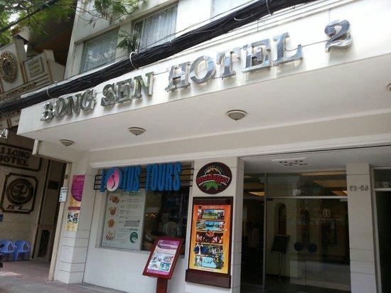 Bongsen Annex Hotel: 正面