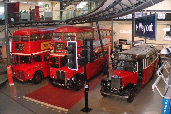 London Transport Museum: Double and single buses