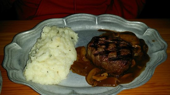 Old Range Steakhouse : Filet in a mushroom sauce