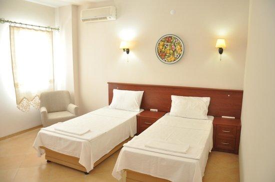Costa Centrale Hotel : TWIN ROOM