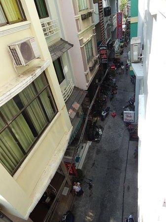 Blue River Hotel: vista a callejon