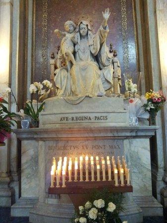 Basilica di Santa Maria Maggiore: Statue of the Virgin Mary