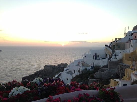 Kastro Oia Restaurant : Whatching the sunset at Kastro