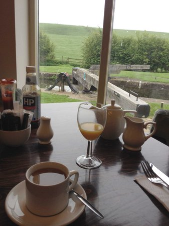 The Mill at Conder Green: Breakfast overlooking the Lock