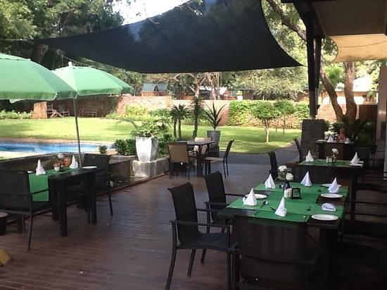 Ecolux Boutique Hotel: Lovely restaurant garden