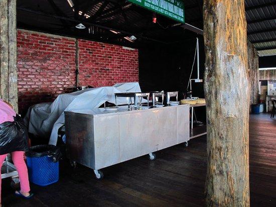 Uncle Chang's Sipadan Mabul Dive Lodge: open restaurant
