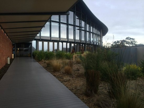 Saffire Freycinet: Entrance to the main building from the room