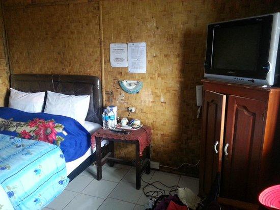 Cemara Indah Hotel : Cemarah Indah private room bedroom