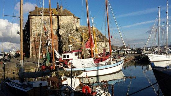 Le Vieux Bassin : Le port