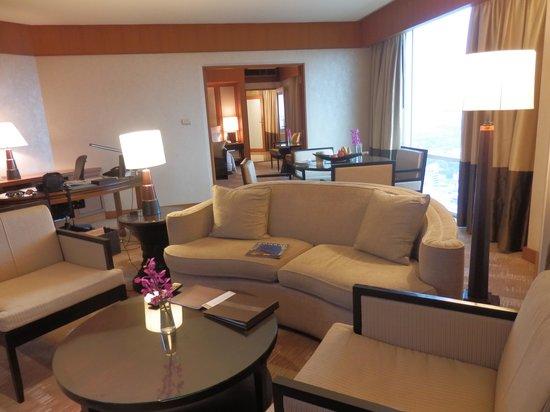 Conrad Bangkok Hotel : Living Area in our Suite