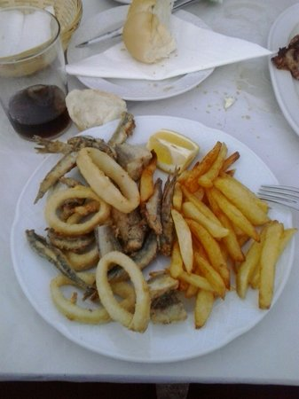 Hostal Restaurante Carlos III: Fritura de pescado