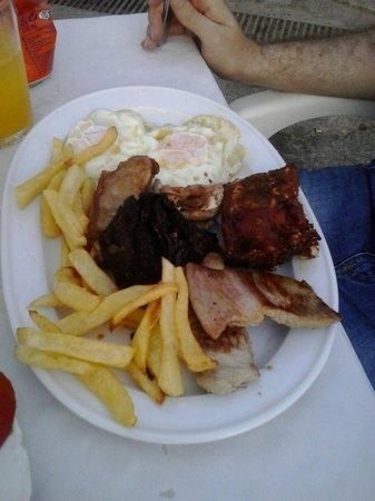 Hostal Restaurante Carlos III: Parrillada de carne
