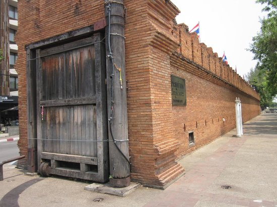 Tha Phae Gate: 門