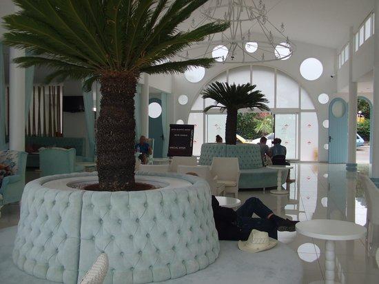 Karbel Hotel: reception