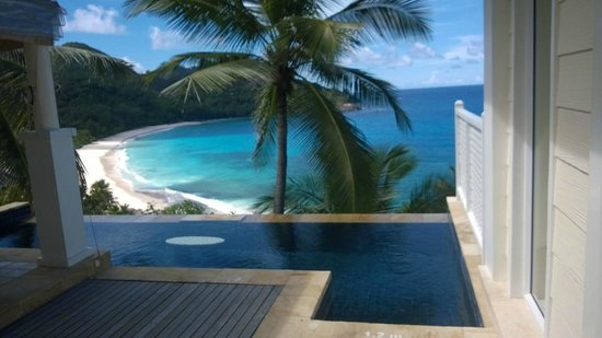 Banyan Tree Seychelles: Infinity plunge pool view