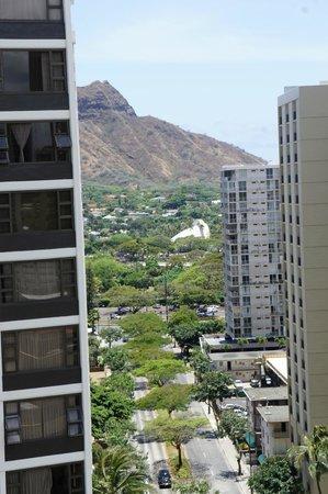 Hilton Waikiki Beach: View towards Diamond Head from 18th floor ocean view room