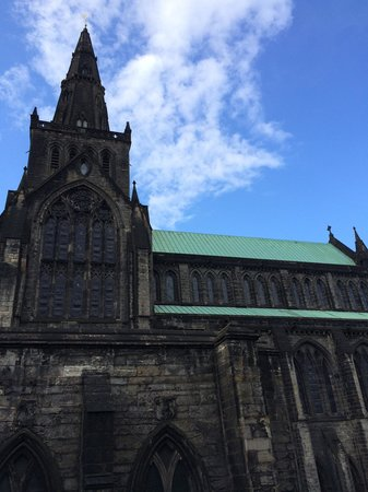 Glasgow Cathedral: The atmosphere and architecture of this place is spellbinding!