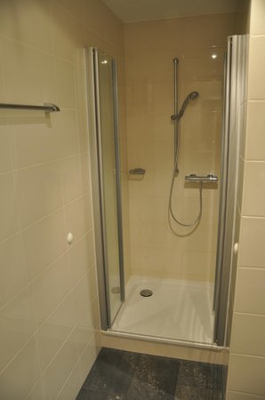 cityherberge : Nice shower