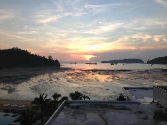 Phuket Panwa Beachfront Resort : sunrise