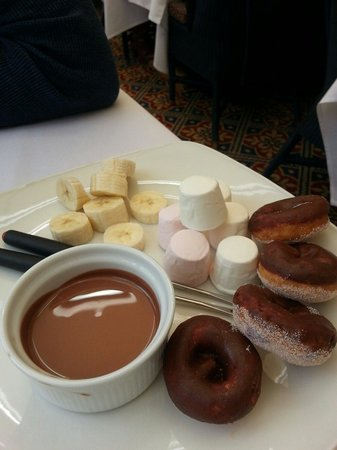 Best Western Grosvenor Hotel: Chocolate fondue-part of afternoon tea