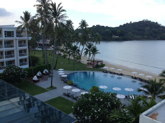 Crowne Plaza Phuket Panwa Beach: pool area