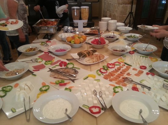 Akkotel: breakfast