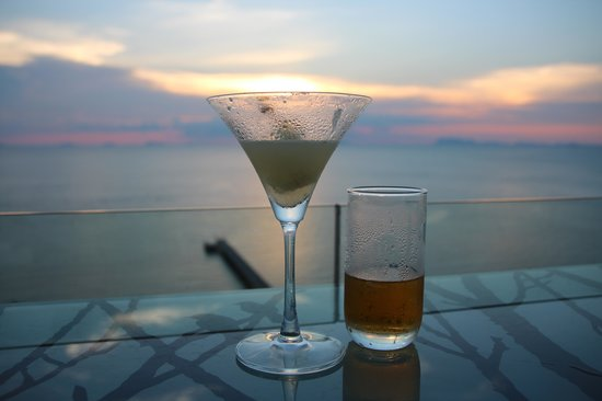 InterContinental Samui Baan Taling Ngam Resort : Sunset from the Airbar