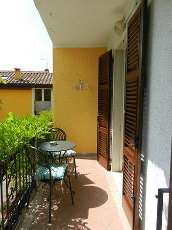 Residence La Fattoria: balconcino e ingresso