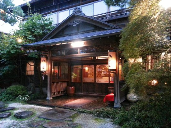 Yatsusankan: 旅館の正面玄関